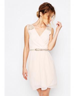 Uttam Boutique Платье с ремнем и ажурной отделкой. Цвет: розовый
