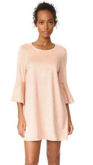 Платье Devlyn от Jack by  с оборками BB Dakota. Цвет: «пыльный» розовый