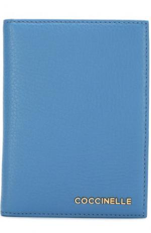 Кожаная обложка для документов с логотипом бренда Coccinelle. Цвет: голубой
