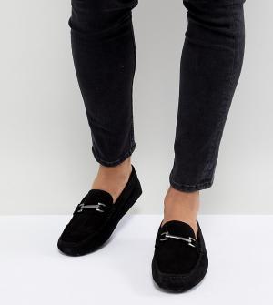 ASOS Черные замшевые мокасины для широкой стопы с пряжками DESIGN. Цвет: черный
