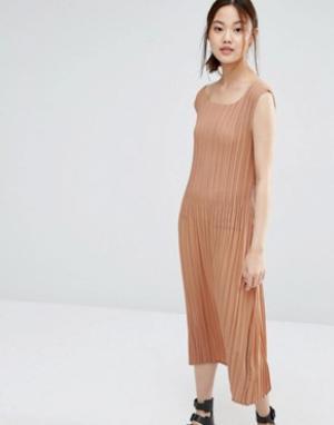 Zacro Платье в мелкую складку. Цвет: красный