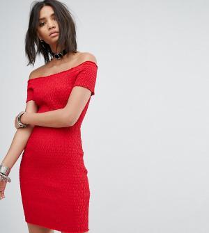 Rokoko Платье с открытыми плечами и сборками. Цвет: красный