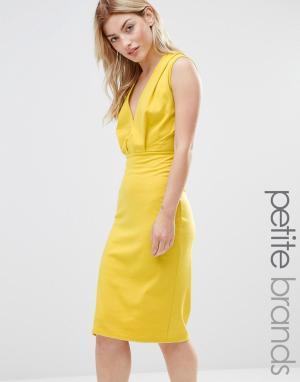 Alter Petite Платье-футляр длины миди с V-образным вырезом. Цвет: желтый