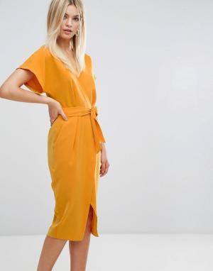 Closet London Платье-футляр с запахом и поясом. Цвет: мульти
