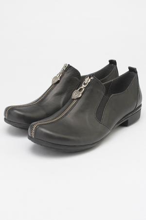 Закрытые туфли Sattini. Цвет: черный