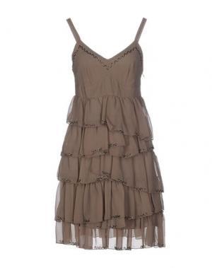Короткое платье TOY G.. Цвет: хаки