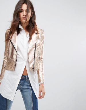BLANK NYC Золотистая байкерская куртка. Цвет: розовый