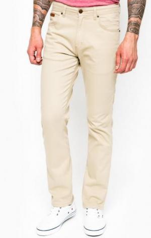 Бежевые зауженные брюки Wrangler. Цвет: бежевый