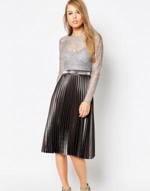 Body Frock Плиссированное платье цвета металлик Letitia. Цвет: серебряный