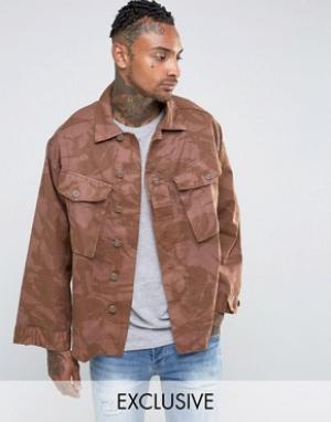 Reclaimed Vintage Рубашка навыпуск с камуфляжным принтом. Цвет: коричневый