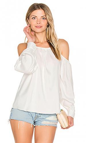Блуза с открытыми плечами l.a. Central Park West. Цвет: белый