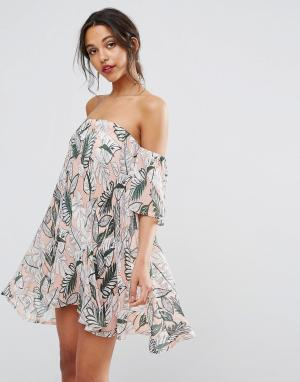 Boohoo Цельнокройное платье с открытыми плечами и принтом. Цвет: бежевый