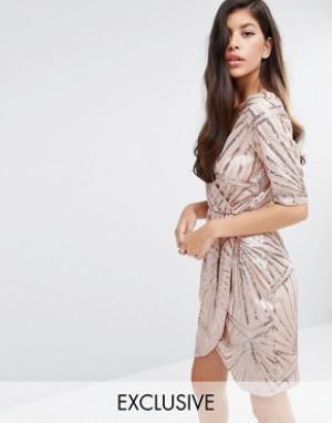 Club L Украшенное пайетками платье-кимоно с запахом. Цвет: золотой