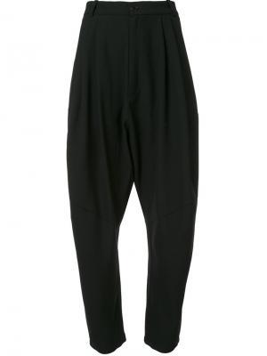 Зауженные плиссированные брюки Henrik Vibskov. Цвет: чёрный