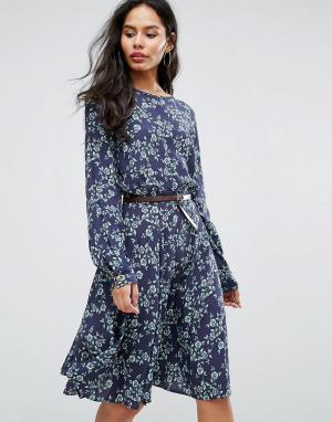 Closet London Короткое приталенное платье с принтом и рукавами 3/4. Цвет: мульти