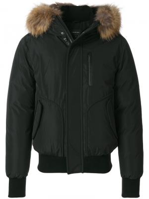 Куртка-бомбер с капюшоном и мехом енота Mackage. Цвет: чёрный
