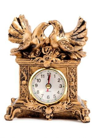 Часы настольные Голуби 14x12 Русские подарки. Цвет: золотой, белый, черный