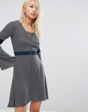 Rock & Religion Короткое приталенное платье со шнуровкой Josie. Цвет: черный