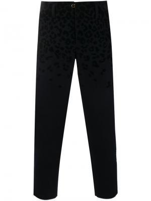 Укороченные брюки с леопардовым принтом Kolor. Цвет: синий