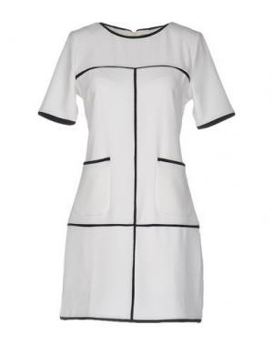 Короткое платье BONSUI. Цвет: белый