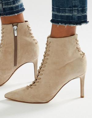 Kendall + Kylie Замшевые ботинки на шнуровке и шпильке с острым носом. Цвет: бежевый