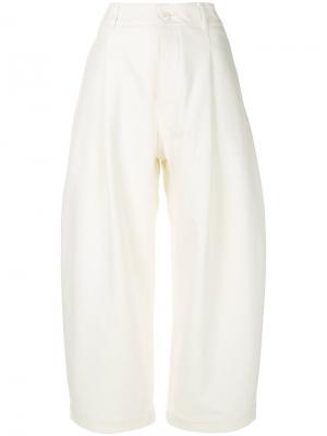 Укороченные брюки Studio Nicholson. Цвет: белый