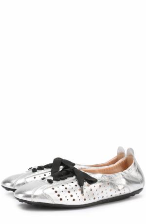 Балетки из металлизированной кожи на шнуровке Tod's. Цвет: серебряный
