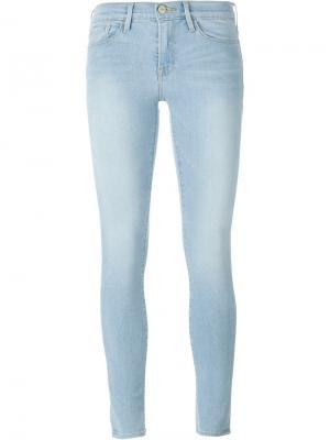 Выбеленные джинсы Frame Denim. Цвет: синий
