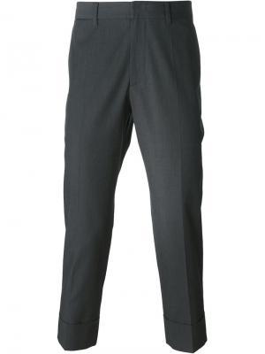 Укороченные брюки System Homme. Цвет: серый