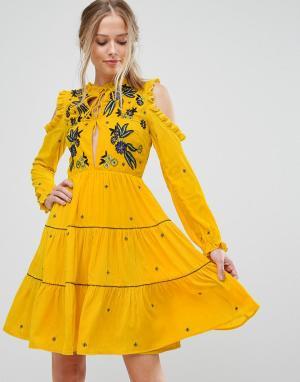 Frock and Frill Свободное платье из бархата с открытыми плечами и цветочной вышивкой F. Цвет: желтый