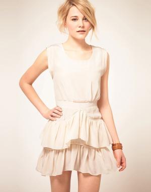 By Zoe Шелковое платье с рюшами на юбке. Цвет: белый