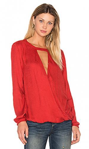 Блузка mylinh Velvet by Graham & Spencer. Цвет: красный