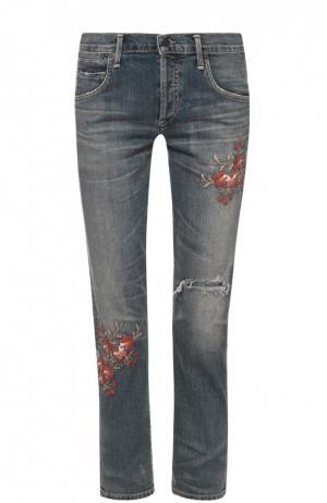 Укороченные джинсы с потертостями и цветочной вышивкой Citizens Of Humanity. Цвет: голубой