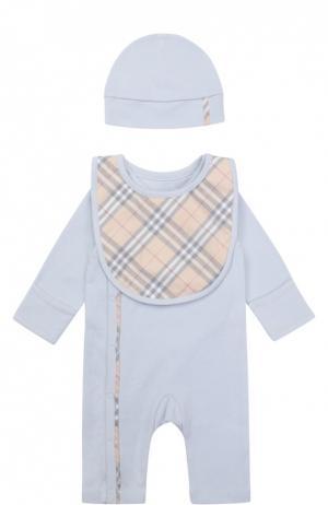 Пижама в комплекте с шапкой и нагрудником Burberry. Цвет: голубой