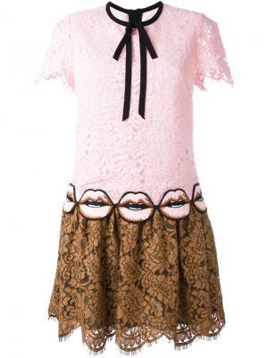 Кружевное платье с аппликацией Marco Bologna. Цвет: розовый и фиолетовый