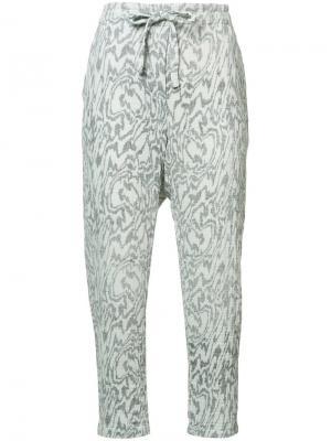 Укороченные брюки с мраморным узором Raquel Allegra. Цвет: серый
