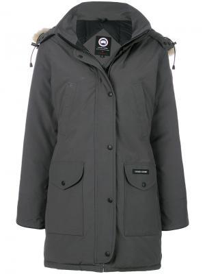 Пальто с капюшоном Canada Goose. Цвет: серый