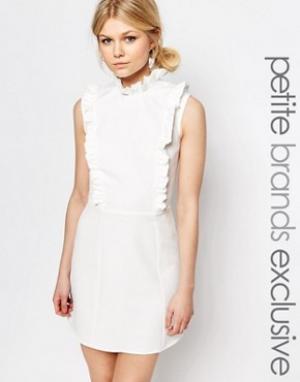 Alter Petite Короткое приталенное платье без рукавов с рюшами. Цвет: кремовый