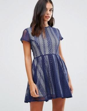 Wal G Кружевное платье. Цвет: синий