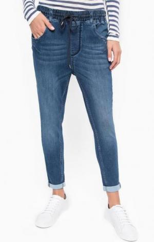 Синие зауженные брюки Mustang. Цвет: синий