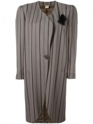 Пальто в полоску Krizia Vintage. Цвет: серый
