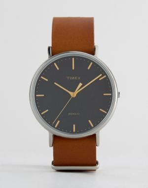 Timex Часы с коричневым кожаным ремешком 41 мм Weekender Fairfield. Цвет: коричневый