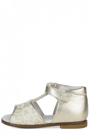 Сандалии из металлизированной кожи с ажурным декором Clarys. Цвет: золотой