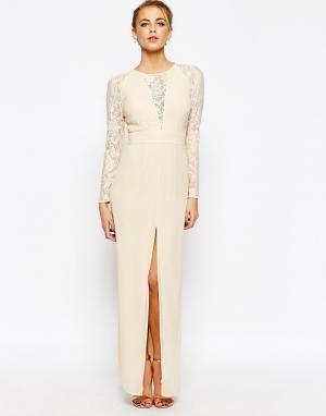Elise Ryan Кружевное платье макси с разрезом и V-образным вырезом. Цвет: кремовый
