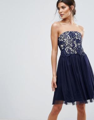 Little Mistress Платье-бандо для выпускного с кружевным лифом. Цвет: темно-синий