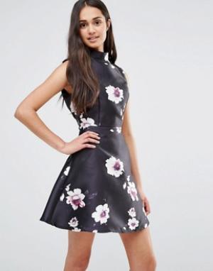 Girl In Mind Приталенное платье с цветочным принтом. Цвет: черный