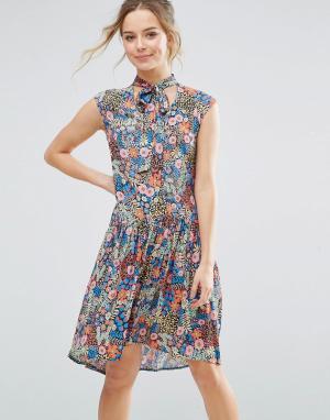 Closet London Приталенное платье с цветочным принтом. Цвет: мульти