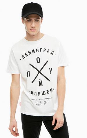 Белая хлопковая футболка с принтом TRAILHEAD. Цвет: белый