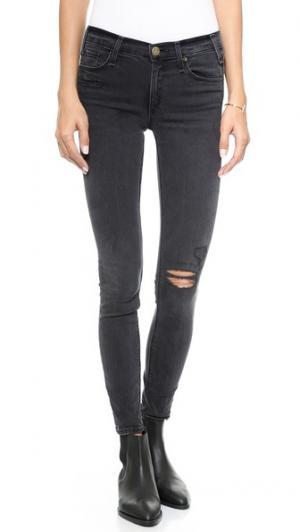 Джинсы-скинни Newton McGuire Denim. Цвет: джинсы malachite с разорванными коленями