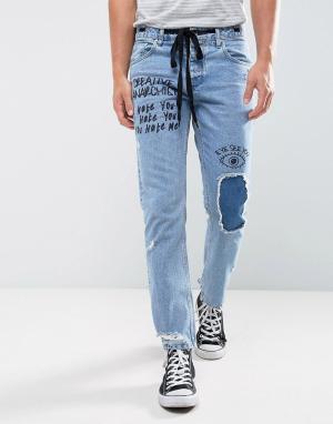 ASOS Синие выбеленные джинсы слим с рваной отделкой и принтом. Цвет: синий